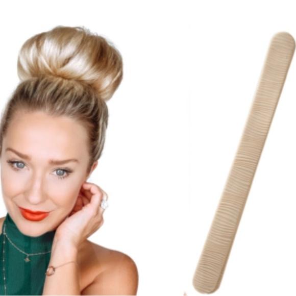 PONY-O BUN BARZ in LIGHT BLONDE Create a Fashionable or Classic Bun in Seconds!